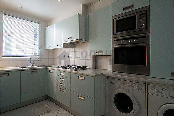 Great kitchen of 9m² with tile floor
