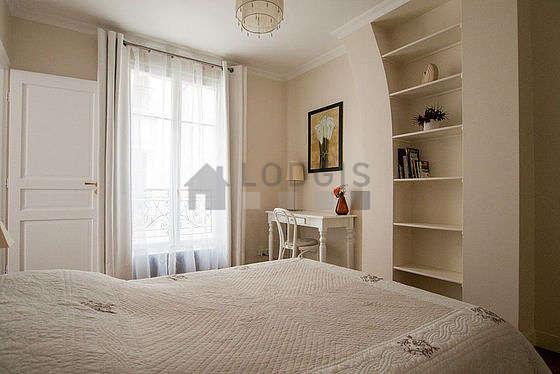 Chambre équipée de bureau, penderie, placard, 1 chaise(s)