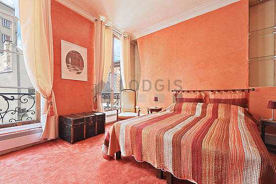Bedroom of 18m² with the carpeting floor