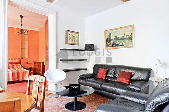Quiet living room furnished with 1 sofabed(s) of 140cm, tv, 4 chair(s)