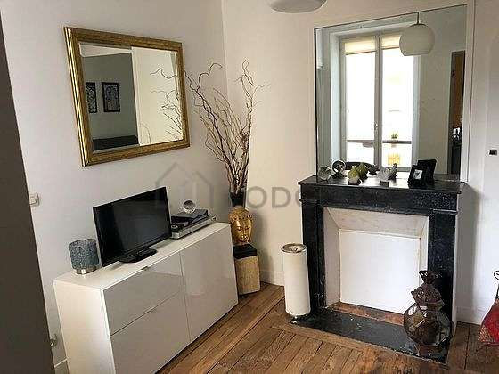 Very quiet living room furnished with home cinema, tv, hi-fi stereo, wardrobe