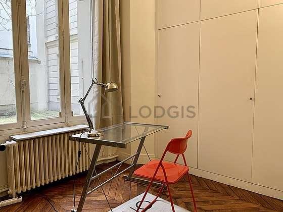 Chambre très calme pour 1 personnes équipée de 1 canapé(s) lit(s) de 80cm