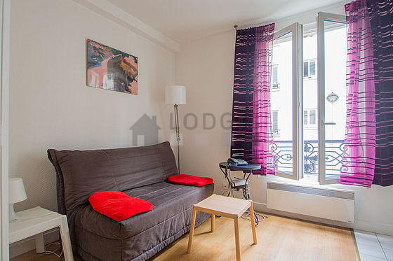 Location studio paris 20 rue jouye rouve meubl 15 m for Location studio meuble paris 15