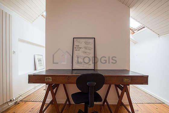 Chambre calme pour 3 personnes équipée de 1 lit(s) de 90cm, 1 canapé(s) lit(s) de 140cm