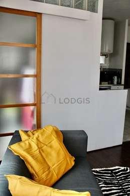Séjour équipé de 1 canapé(s) lit(s) de 120cm, télé, lecteur de dvd, 1 fauteuil(s)