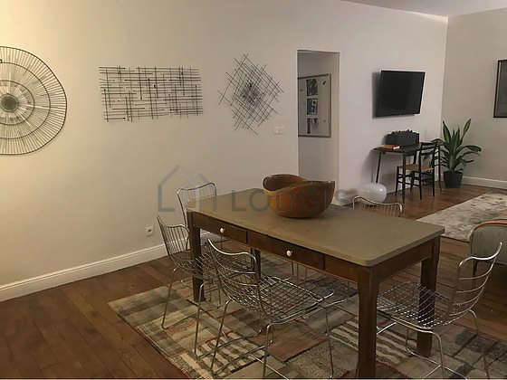 Salon équipé de 6 chaise(s)