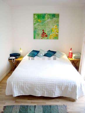 Grande chambre de 20m² avec du parquet au sol
