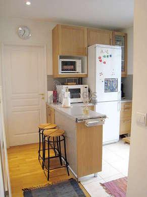 Magnifique cuisine de 8m²ouverte sur le séjour avec du carrelage au sol