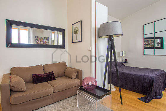 Quiet living room furnished with 1 sofabed(s) of 120cm, 1 bed(s) of 140cm, tv, wardrobe