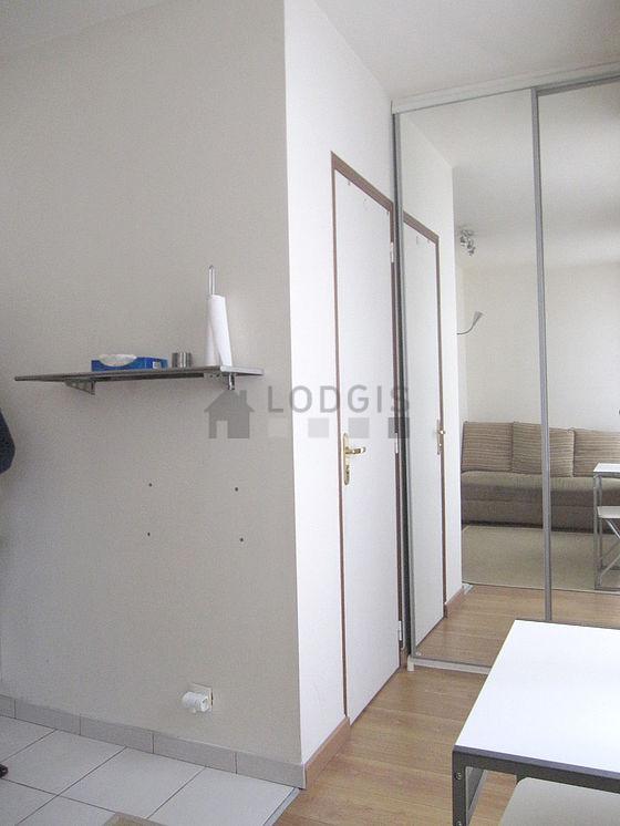 Location studio avec animaux accept s ascenseur et cave for Location meuble paris 17