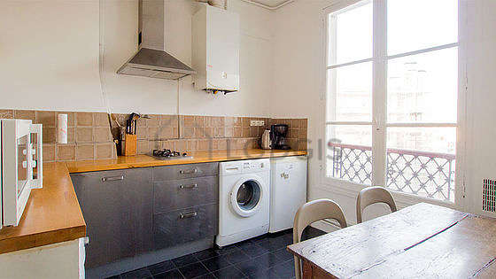 Beautiful kitchen of 8m² with tile floor