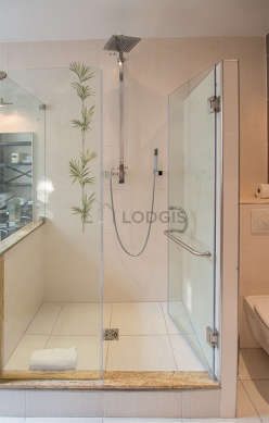 Pleasant and very bright bathroom with windows and with tile floor