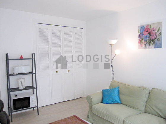 Location studio avec ascenseur paris 16 rue du bouquet for Appartement meuble paris long sejour