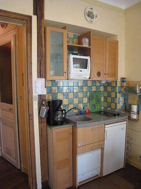 Cuisine dînatoire pour 4 personne(s) équipée de plaques de cuisson, réfrigerateur, freezer, vaisselle