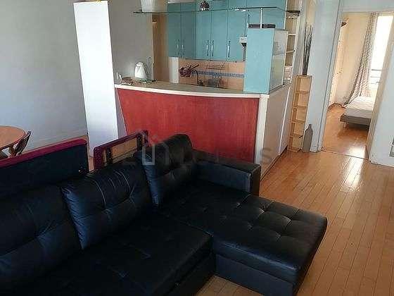 Séjour équipé de télé, placard, 4 chaise(s)
