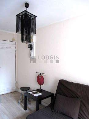 Séjour très calme équipé de 1 canapé(s) lit(s) de 120cm, téléviseur, armoire
