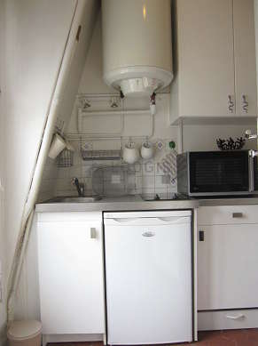 Kitchen where you can have dinner for 2 person(s) equipped with hob, refrigerator, freezer, cookware