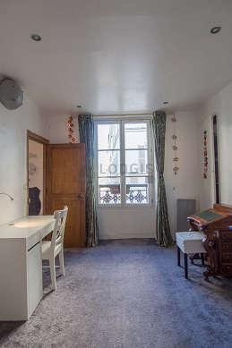 Chambre pour 3 personnes équipée de 1 lit(s) bébé de 0cm, 2 lit(s) de 80cm