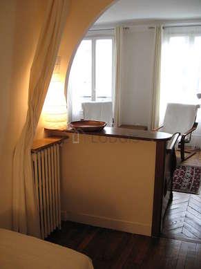 Alcôve calme équipée de 2 lit(s) de 90cm, table basse