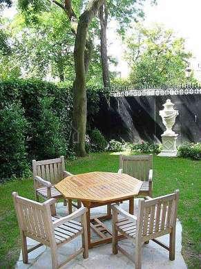 Jardin de 110m² avec de la pelouse au sol