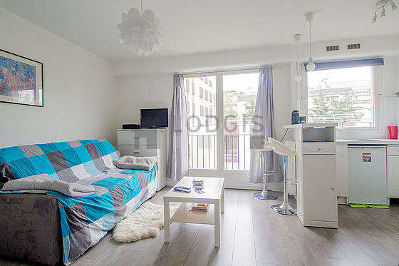 Very quiet living room furnished with 2 bed(s) of 90cm, 1 sofabed(s) of 140cm, tv