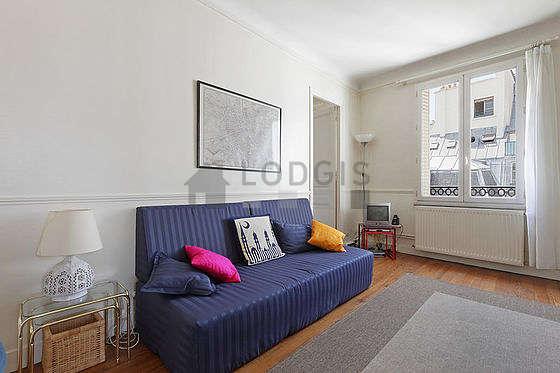 Séjour très calme équipé de 1 lit(s) de 90cm, téléviseur, 3 chaise(s)