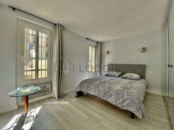 Chambre de 13m² avec du coco au sol