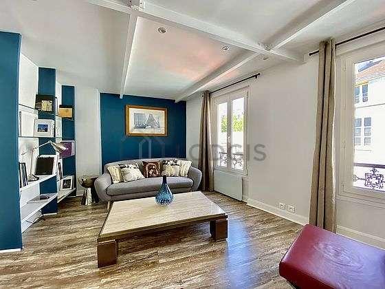 Grand salon de 37m² avec du coco au sol