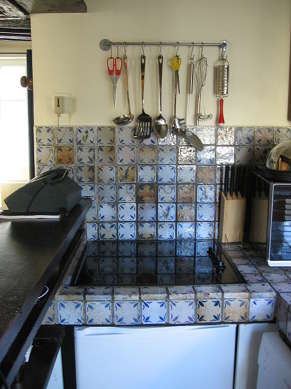 Belle cuisine de 15m² avec du carrelage au sol