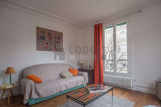 Séjour calme équipé de 1 canapé(s) lit(s) de 120cm, téléviseur, chaine hifi, 1 fauteuil(s)