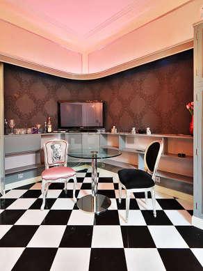 Salon avec du marbre au sol