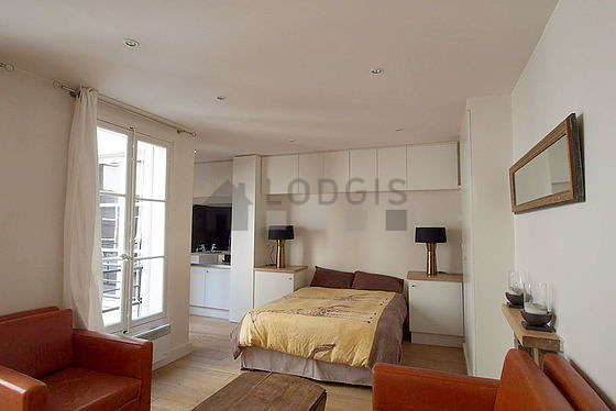 Quiet living room furnished with 1 bed(s) of 160cm, tv, 2 armchair(s)