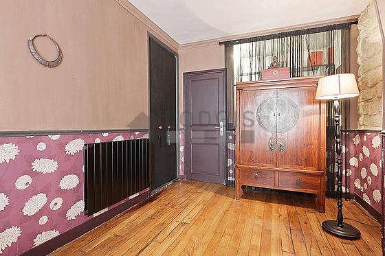 Chambre très calme pour 3 personnes équipée de 1 lit(s) bébé de 0cm, 1 lit(s) de 160cm