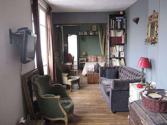 Séjour très calme équipé de téléviseur, chaine hifi, 2 fauteuil(s)
