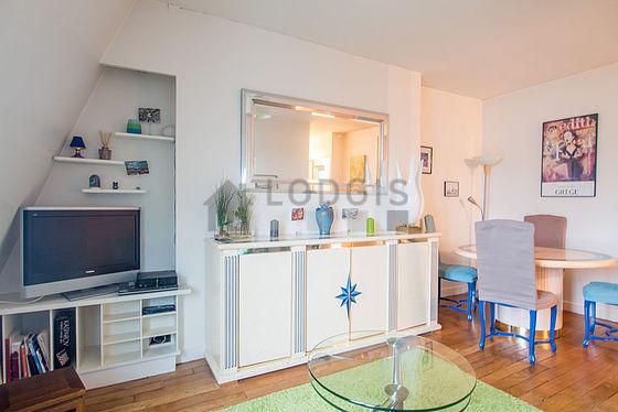 location appartement 1 chambre avec ascenseur et concierge paris 9 rue de dunkerque meubl. Black Bedroom Furniture Sets. Home Design Ideas