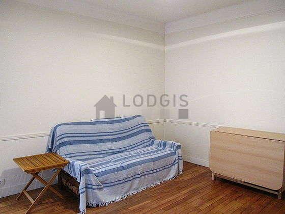 Séjour très calme équipé de 1 canapé(s) lit(s) de 140cm, téléviseur, ventilateur, 4 chaise(s)