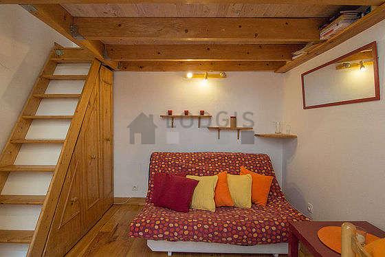 Séjour calme équipé de 1 futon(s) de 120cm, 1 lit(s) de 140cm, téléviseur, penderie
