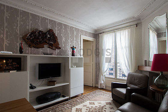 Séjour très calme équipé de téléviseur, chaine hifi, 1 fauteuil(s), 2 chaise(s)