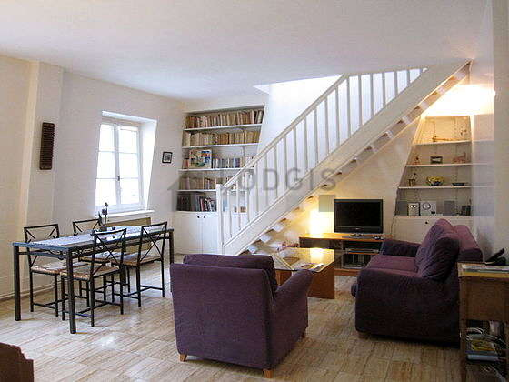 Very quiet living room furnished with tv, hi-fi stereo, 1 armchair(s), 4 chair(s)
