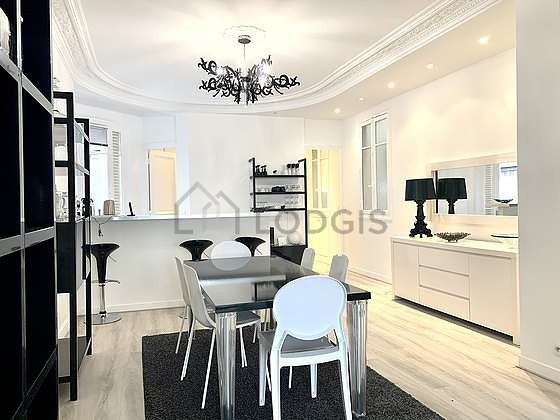 Great dining room with a carpeting floor for 8 person(s)