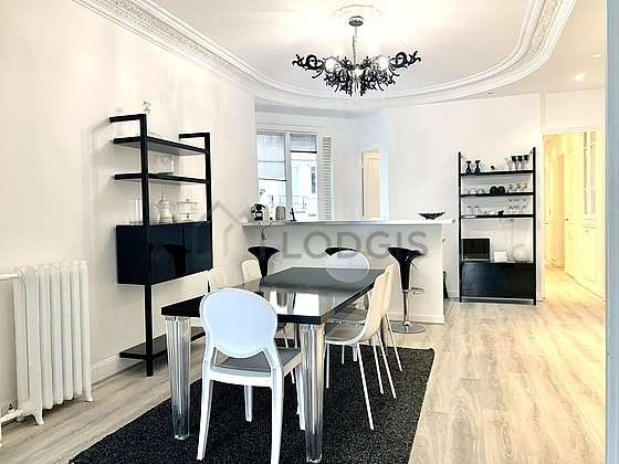 Dining room of 17m² equipped with dining table, bookcase