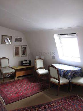 Séjour calme équipé de 1 canapé(s) lit(s) de 160cm, 1 fauteuil(s), 5 chaise(s)