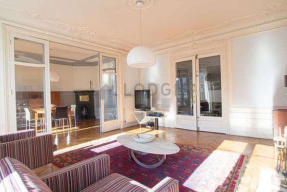 Beau séjour très lumineux d'un appartement à Paris