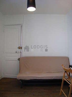 Séjour très calme équipé de 1 canapé(s) lit(s) de 140cm, bureau, penderie, placard