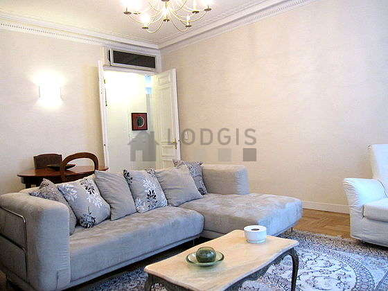 Quiet living room furnished with 1 sofabed(s) of 80cm, air conditioning, tv, hi-fi stereo