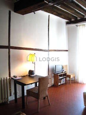Séjour calme équipé de 2 canapé(s) lit(s) de 140cm, téléviseur, 2 chaise(s)