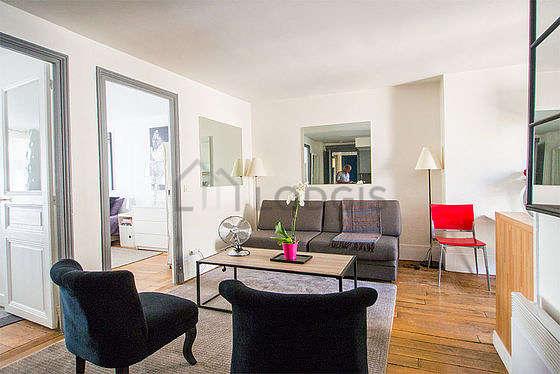 Séjour très calme équipé de 1 canapé(s) lit(s) de 90cm, téléviseur, chaine hifi, 2 fauteuil(s)