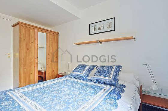Chambre de 8m² avec la moquette au sol
