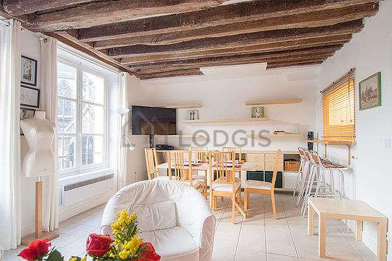 Superbe salle à manger avec du carrelage au sol pouvant accueillir jusqu'à 6 convives