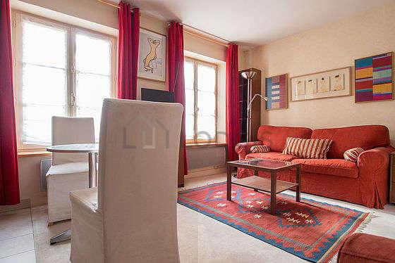Séjour très calme équipé de 1 canapé(s) lit(s) de 140cm, 1 lit(s) de 140cm, téléviseur, 1 fauteuil(s)